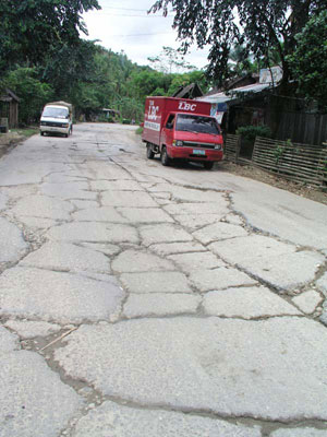 A portion of Samar's horrendous highway. (davaotoday.com photo by Carlos H. Conde)