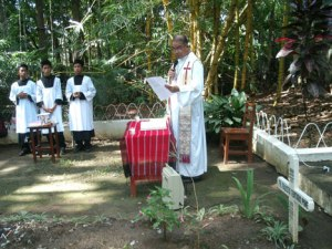 "A POEM FOR FATHER POPS.  Father Pol Paracha reads the poem entitled ""My Soul's Diary"" at the mass in Balindog village, Kidapawan City.  The Diocese of Kidapawan honored their martyrs as they remember the slain Italian missionary Father Fausto Tentorio.  (davaotoday.com photo)"