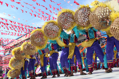 Street celeb for Kadayawan spooks, excites