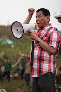 "CLENCHED FIST SALUTE. ""Mabuhay ang NPA!"" chants Davao City Vice Mayor Rodrigo Duterte Wednesday during the 44th founding anniversary celebration of the Communist Party of the Philippines somewhere in Compostela Valley province. (davaotoday.com photo by Ace R. Morandante)"