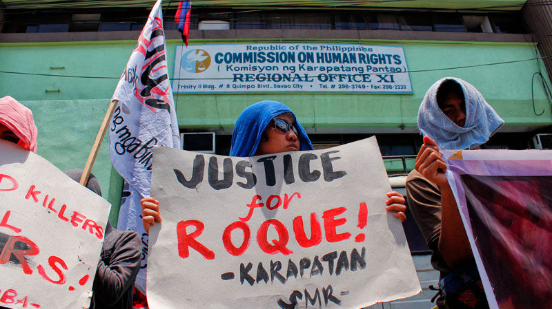 JUSTICE FOR ROQUE.  Militants picket outside the Commission on Human Rights-XI office in Davao City Monday as they slammed the AFP and demanded for justice for Roque Antivo, the child allegedly killed by the military April 3 in Mabini town, Compostela Valley.  (davaotoday.com photo by Medel V. Hernani)