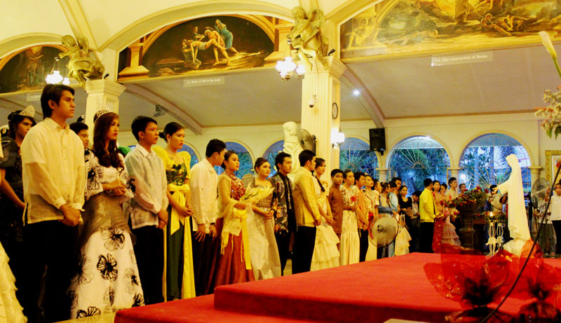 PRAYING FOR BLESSINGS.  The 26 Sagalas pray before the Statue of Virgin Mary inside the church of Parish of Christ The Eucharistic King.  (contributed photo by Kit Quilla)