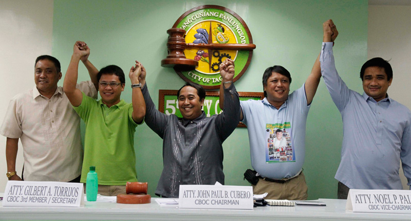 PROCLAIMED.  Comelec-Tagum proclaims Allan Rellon (second from left) and Geterito  Gementiza (second from right) as Mayor-Elect and Vice Mayor-Elect, respectively.  (davaotoday.com photo by Mart D. Sambalud)