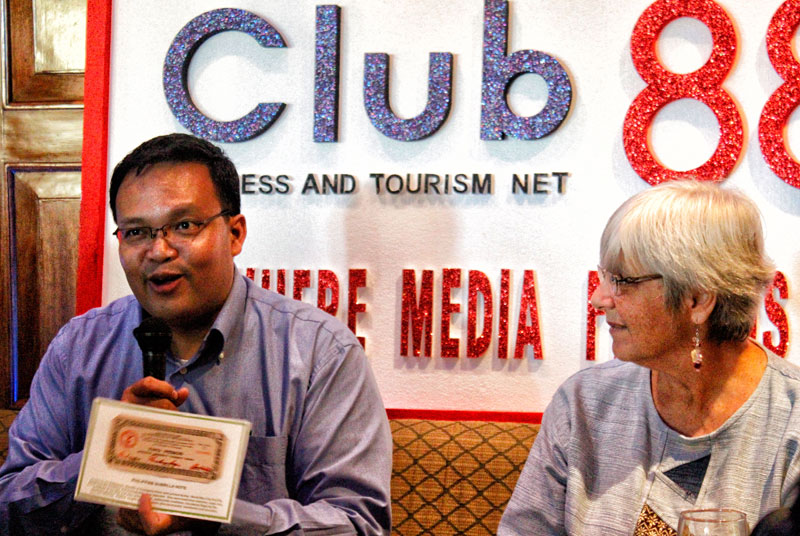 "WWII EXHIBIT.  Mike Villareal (left), information officer of the Philippine Veteran's Bank, shows a sample of an emergency note printed during the World War II on Wednesday's Club 888 at the Marco Polo Davao.  This and other artifacts, photos and memorabilia will be displayed in a free exhibit dubbed ""War of our Fathers"" at the SM Davao Annex on June 1-12.  (davaotoday.com photo by Medel V. Hernani)"