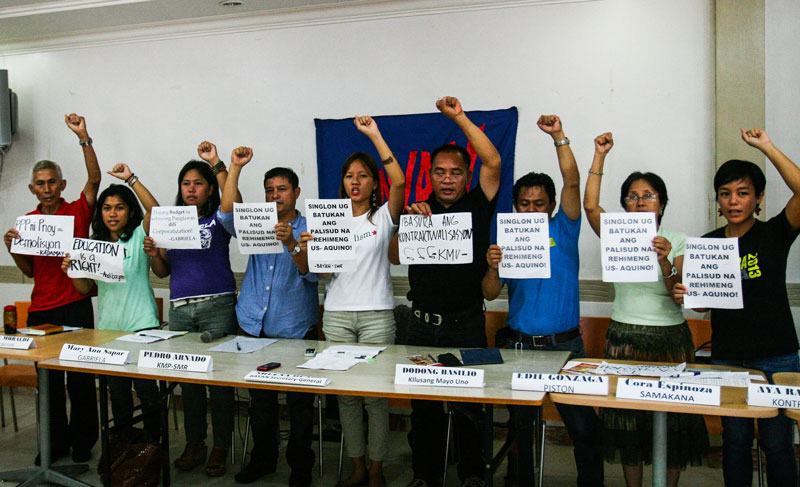 NO CHANGE Activists under the Bagong Alyansang Makabayan Southern Mindanao demand President Aquino to present the true state of the people, poverty and inflation, on his State of the Nation Address this Monday. (davaotoday.com photo by Ace Morandante)