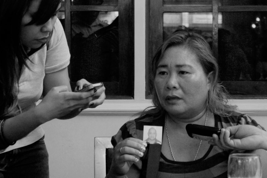 STILL WAITING. Frescilieta Armada shows a photo of her husband Roselino, 62, a logging trader who was captured by New People's Army in Compostela Valley last May.  Armada appealed to Mayor Rodrigo Duterte to negotiate with the NPAs for his husband's safe release. (davaotoday.com photo by Medel V. Hernani)