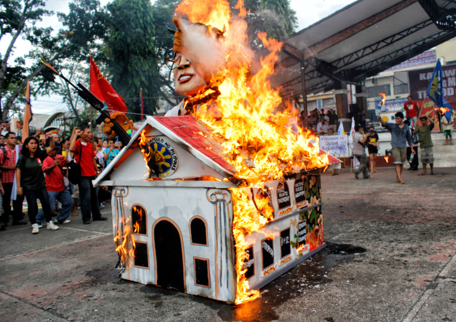 SONA effigy 2013 burning