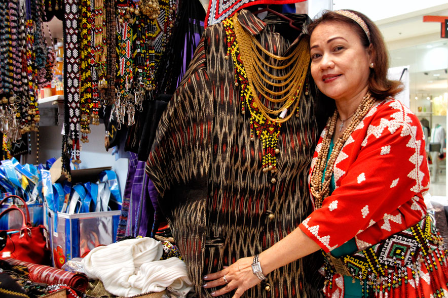 ADMIRING THE TINALAK  Myrna Lim of  Soroptimist International, admires the tinalak design from Tboli tribe of South Cotabato. These are on display in the Mindanao Trade Expo 2013 at Abreeza Ayala Mall until August 25. (davaotoday.com photo by Medel V. Hernani)
