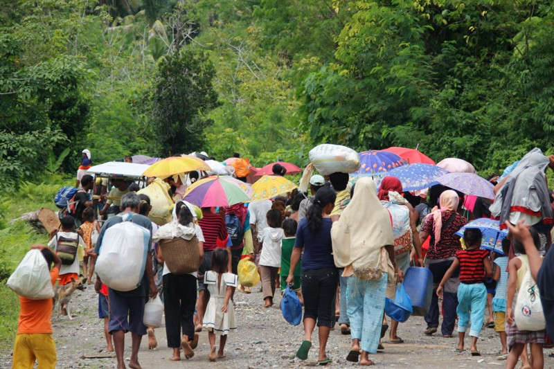 Agusanon Manobos hurt by police in evacuation camp