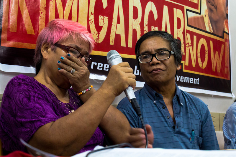 Elizabeth Gargar, mother of detained physicist Kim Gargar, broke down in tears as she belied the military's claim that her son was captured as a New People's Army in Barangay Aliwagwag, Cateel, Davao Oriental province.  Elizabeth and her husband, Manuel (right), are visiting Kim at Mati provincial jail this weekend. (davaotoday.com photo by Ace R. Morandante)