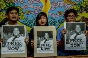 RELEASE KIM GARGAR Kim Gargar's sister (center) and colleagues from the scientist group AGHAM demand for his immediate release, as they slammed the illegal arrest and vilification by the Philippine Army against the scientist. (contributed photo)