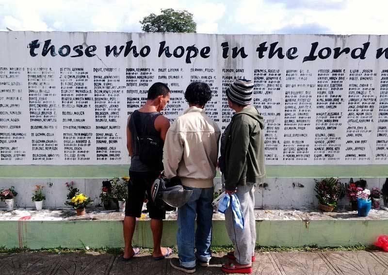 Undas at Tagum's public cemetery