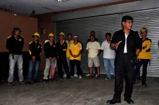 City Demolition Team head Retired Colonel Yusuf Jimlani (right) briefs his team before their operation. (davaotoday.com photo by Medel V. Hernani)