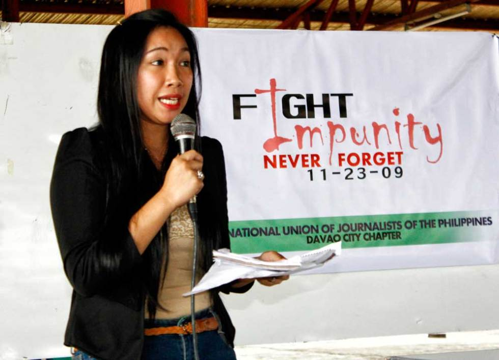 ASPIRING JOURNALIST SPEAKS OUT A mass communication student gives her opinion on the role of media in reporting human rights issues during Friday's forum workshop launched by the National Union of Journalists of the Philippines as part of commemorating the fourth year  of the Ampatuan massacre and the third year of the International Day to End Impunity. (davaotoday.com photo by Medel V. Hernani)