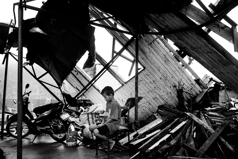 Photo Essay : Struggle amidst ruins in Leyte towns