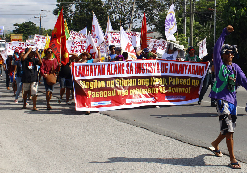 'LAKBAYAN' FOR ENVIRONMENT JUSTICE Farmers and activists from Socsksargen areas held a 'Lakbayan' or 'People's March' in Digos City Sunday in commemoration of the 65th Human Rights Day as they slam a mining company for encroaching on tribal ancestral lands and indigenous peoples' rights. (davaotoday.com photo by Earl O. Condeza)