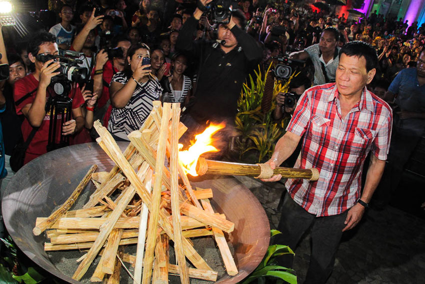The 29th Kadayawan Festival opened with a torch by Mayor Rodrigo Duterte.