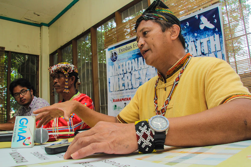 Mindanao lumads offer traditional chant to Pope Francis