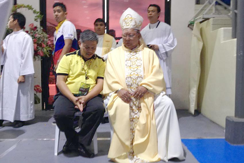 Education Secretary Bro. Armin Luistro, FSC chats with Tagum Bishop Wilfredo D. Manlapaz inside the RDR Gymnasium for the Thanksgiving Mass during the conduct of 2015 Palarong Pambansa at Tagum City, Davao del Norte. (Mart Sambalud/davaotoday.com)