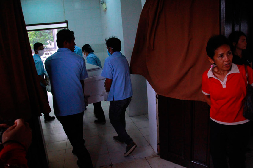 CREMATION ROOM. The remains of New People's Army commander Leoncio Pitao, alias Ka Parago, is taken to the cremation room inside Davao Memorial Park past 3:00 pm on Friday.(Ace R. Morandante/davaotoday.com)