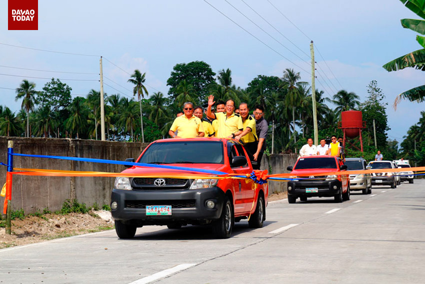 President Benigno Simeon Aquino III is joined by Davao del Norte governor Rodolfo Del Rosario, Department of Public Works and Highways Secretary Rogelio Singson and Department of Tourism Secretary Ramon Jimenez,Jr, in their arrival at the Island Garden City of Samal. Here the President and his cabinet crossed a part of the 96-km circumferential road in Igacos, which is set to be completed by January 2016. (Ace R. Morandante/davaotoday.com)