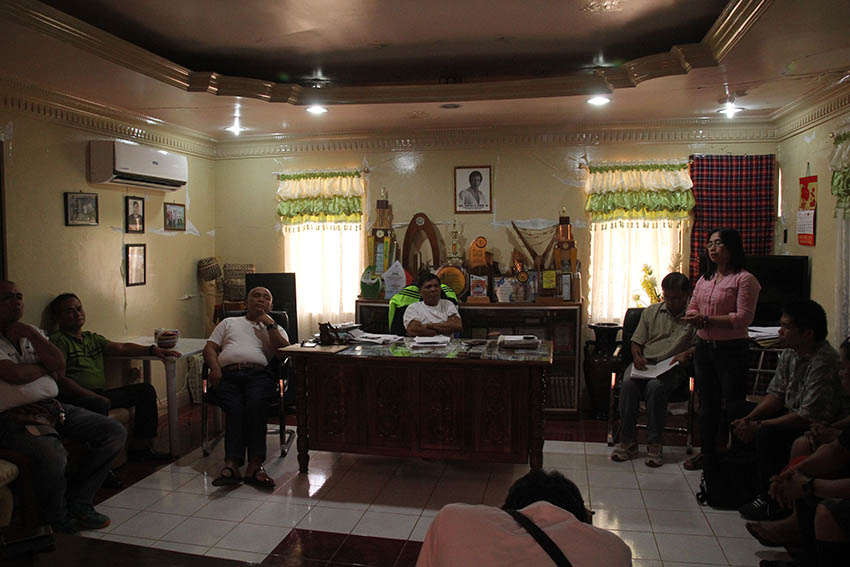 Rights advocates meet with Kitaotao Municipal Mayor Lorenzo Gawilan, Jr., and some councilors to discuss reported cases of human rights violations in Barangay White Culaman. (Ace R. Morandante/davaotoday.com)