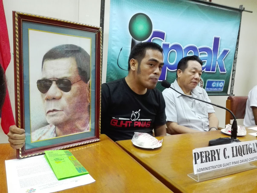 "ARTIST Perry Liquigan shows the ""pen-in-ink"" portrait of Davao City Mayor Rodrigo Duterte. Part of the proceeds of the sale of this P15,000-portrait, and of the other portraits of 20 artists now in exhibit at Museo Dabawenyo will be for the benefit of a Badjao tribal coastal community in Matina Aplaya, Davao City.(John Rizle L. Saligumba/davaotoday.com)"