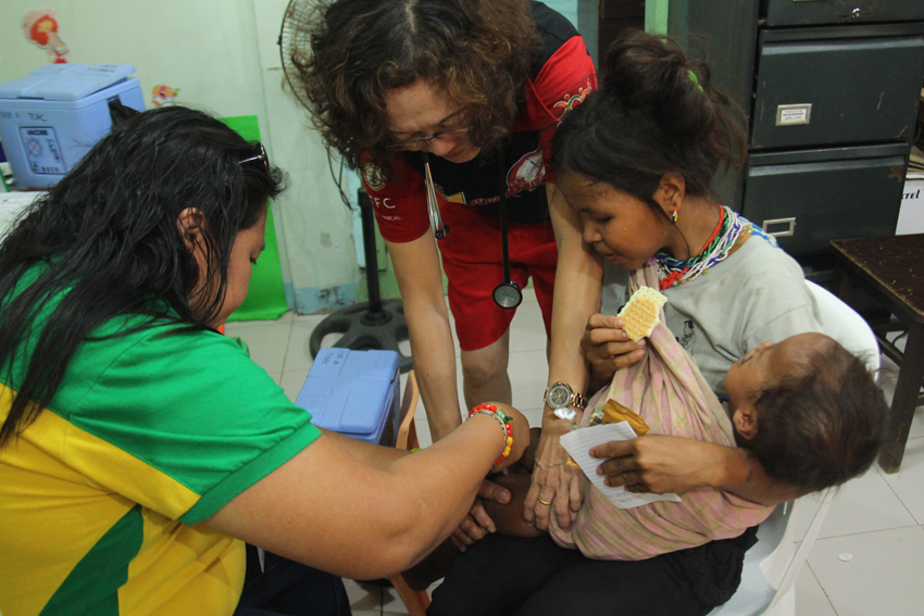 A 2-year-old boy gets an anti-tetanus toxoid injection at a hospital after escaping a fire in UCCP Haran. (Photo by Ace Morandante/davaotoday.com)