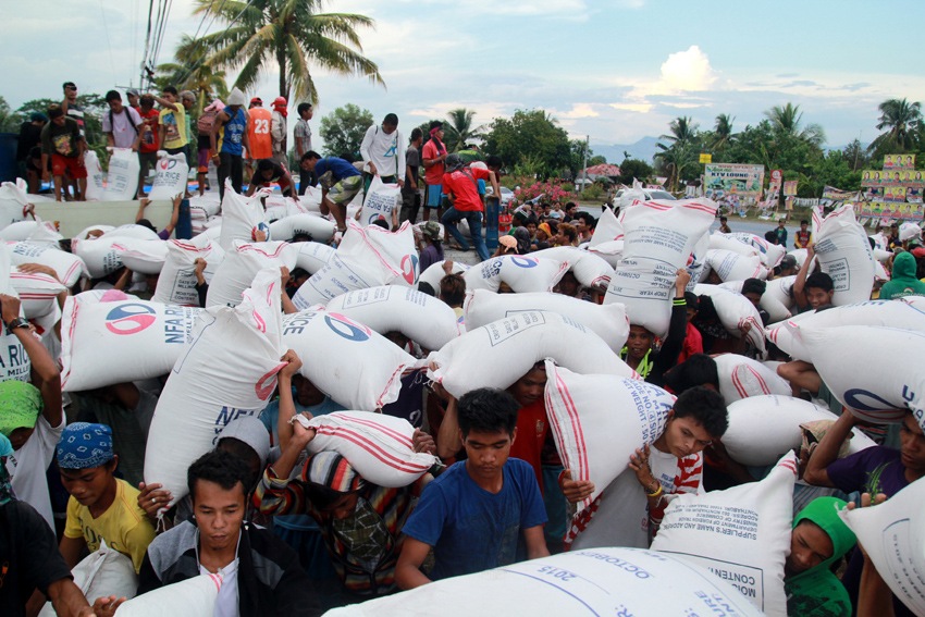 VICTORY. By Monday afternoon, the promised 2,000 sacks of rice arrived. (Ace R. Morandante/davaotoday.com)