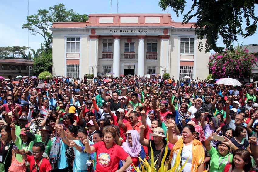 GOVERNMENT EMPLOYEES. Around 6,500 city employees assemble in of the Davao City Hall last May 7, 2016. (Earl O. Condeza/davaotoday.com file photo)
