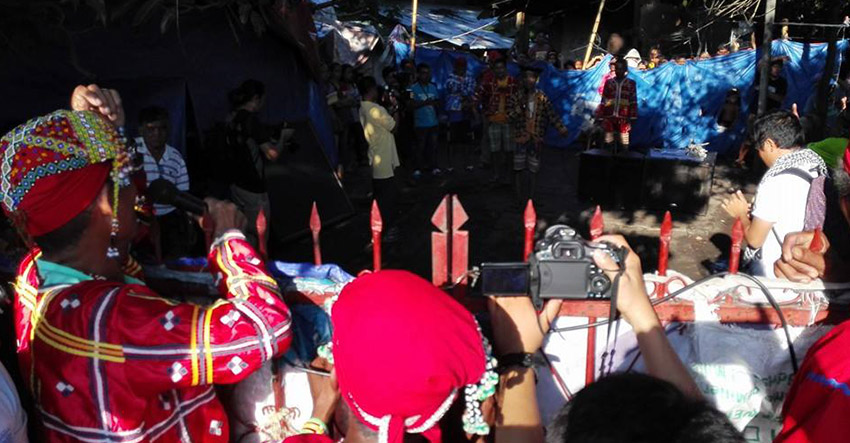 Paramilitary with bolos forcibly enter Lumad sanctuary