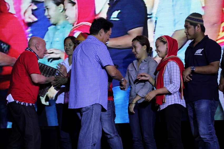 Leaders from various sectors belonging to the progressive Left, hand their agenda to the peace panels of the government and the National Democratic Front during the peace forum held at the Davao City Recreation Center on Tuesday, June 28.(Ace R.Morandante/davaotoday.com)