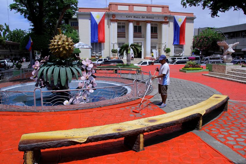 The park in front of the Davao City Hall gets prepped up for the June 27 event where President-elect Rodrigo Duterte will deliver his farewell message before the residents of  the city where he has served as mayor for 22 years.(Ace R.Morandante/davaotoday.com)