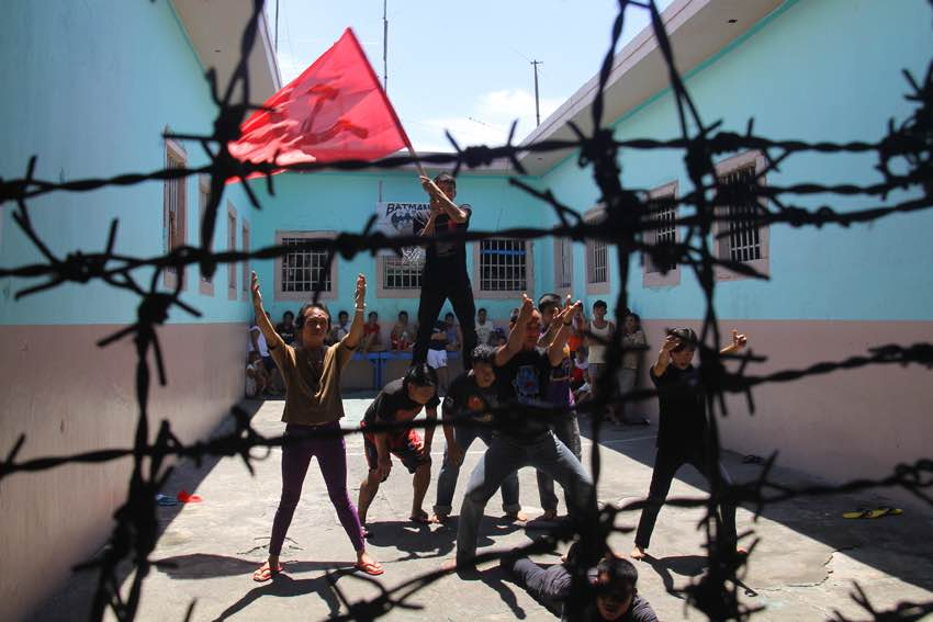 Political d     etainees perform a cultural dance inside the jail compound during the jail visit of National Democratic Front spokesman Fidel Agcaoili in Davao del Norte on Thursday.(Ace R. Morandante/davaotoday.com)