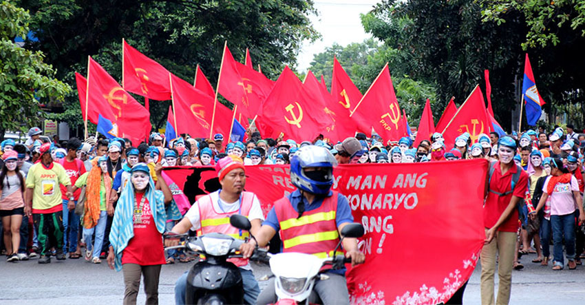 REVOLUTIONARY. An estimate of 40,000 people marched from Magsaysay Park to Rizal Park in Davao City in support of the resumption of peace talks between the government of the Philippines and the National Democratic Front. (Earl O. Condeza/davaotoday.com)