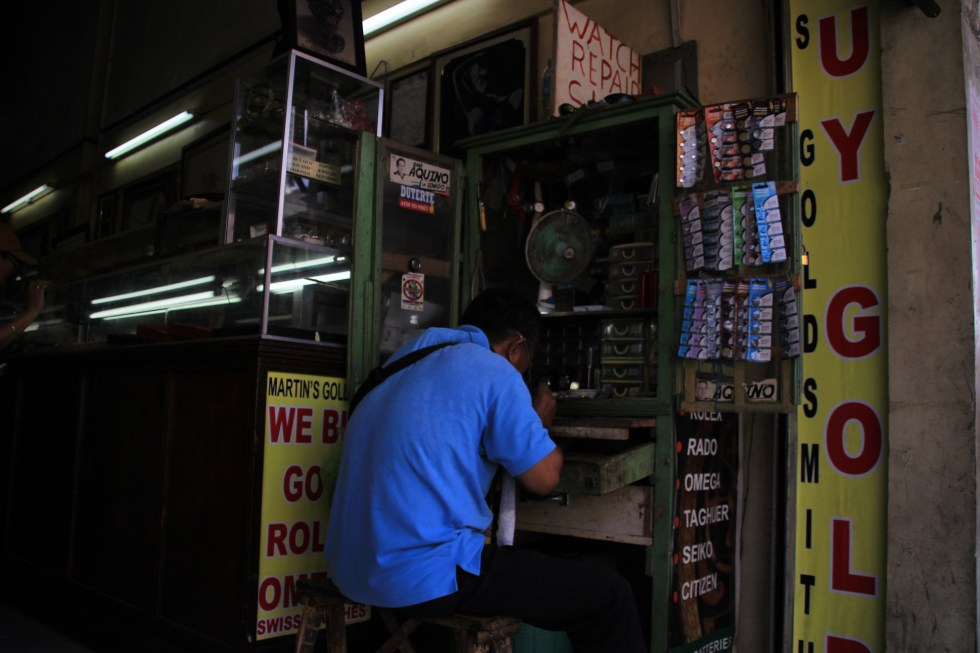 NO TIME. A repairman has no-day off as he  fixes  watches even during weekends.(Paulo C. Rizal/davaotoday.com)