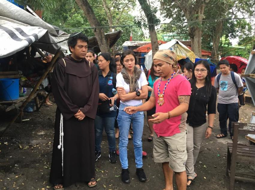 Actress Jodi Sta. Maria visits Lumad evacuees in Davao