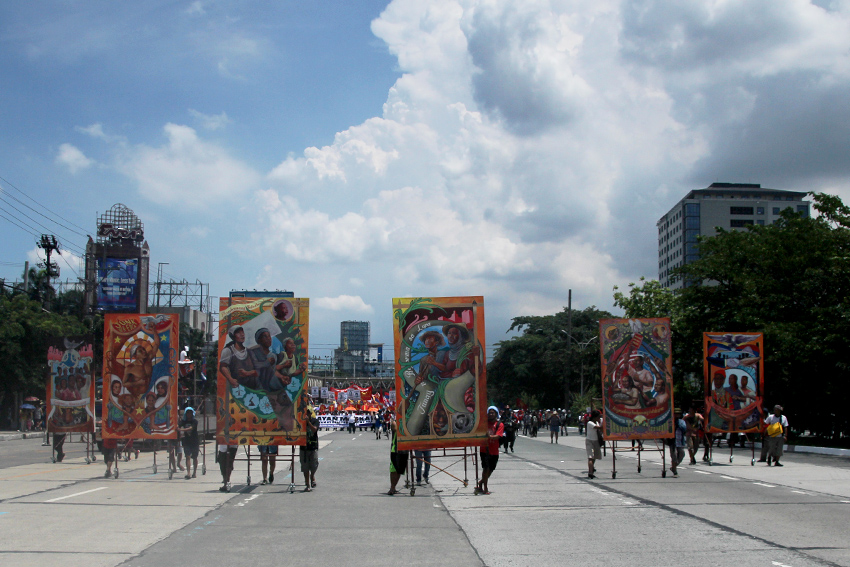 LINED UP. The giant murals were lined up upon entering the Batasan road.