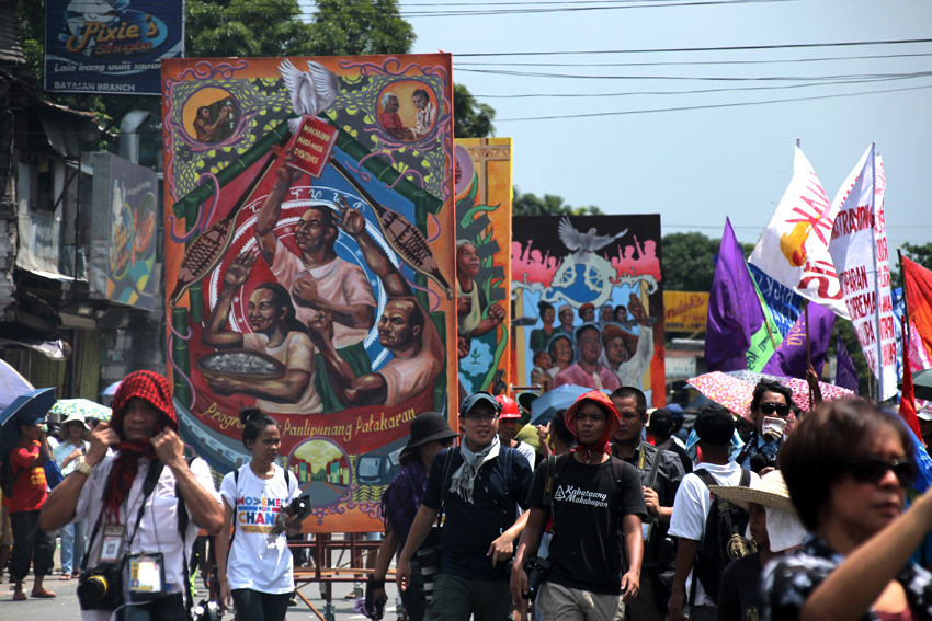 MURALS. Instead of burning large effigies, the rallyists bring six large murals that depict the people's agenda they want to President Rodrigo Duterte to prioritize.