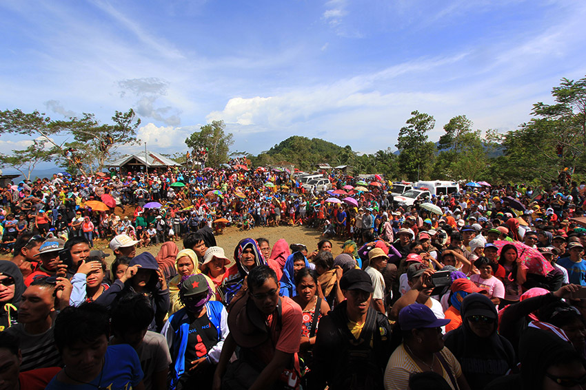 CROWD. The crowd of some 7,000 people - farmers, local government workers, indigenous peoples, and residents of Surigao City, witness the release ceremony of the New People's Army's prisoners of war.