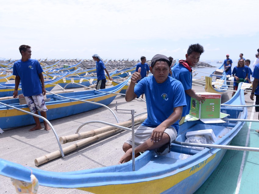 Davao fisherfolks get P21-M worth of equipment from DA
