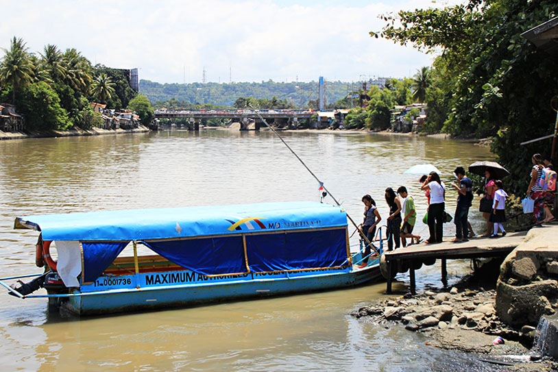 BOAT RIDES. Instead of crossing the Bangkerohan Bridge, commuters who want to travel from Magallanes riverside to SIR, New Matina riverside, vice versa can traverse the Davao River through these boats for two pesos per ride. (Paulo C. Rizal/davaotoday.com)