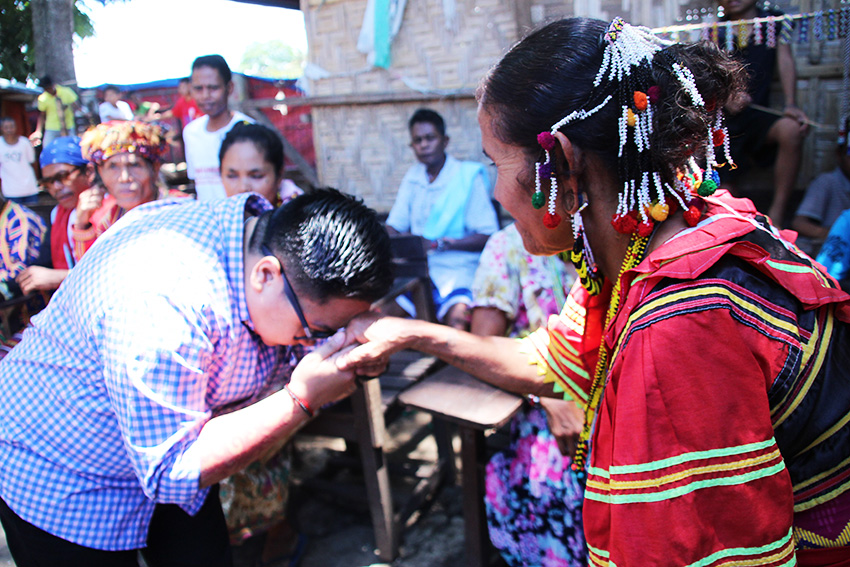 YOUTH COMMISSIONER. National Youth Commission chairperson Aiza Seguerra puts  the hands of a Manobo woman on her forehead as a sign of respect during her visit to the evacuation center at the United Church of Christ in the Philippines Haran in Father Selga street, Davao City, September 22, Thursday morning. (Paulo C. Rizal/davaotoday.com)