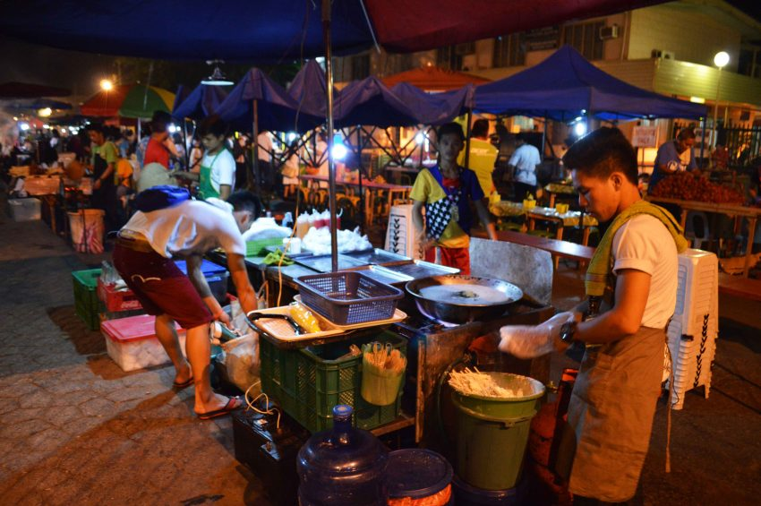 PHOTOS | Life goes on in Roxas night market