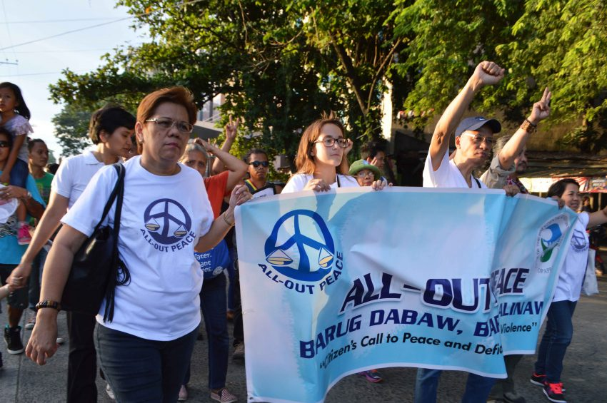 Various groups join the march to call for peace. (Medel V. Hernani/davaotoday.com)