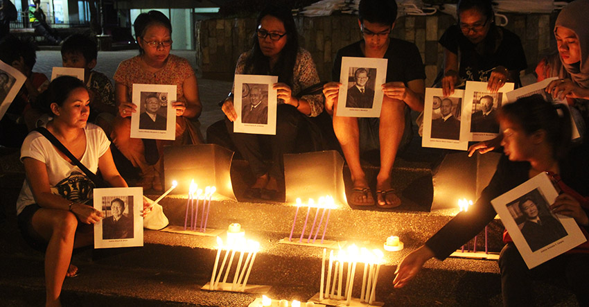 Group lights candles for SCu0027s u0027enlightenmentu0027 on Marcos burial | Davao Today & Group lights candles for SCu0027s u0027enlightenmentu0027 on Marcos burial ... azcodes.com