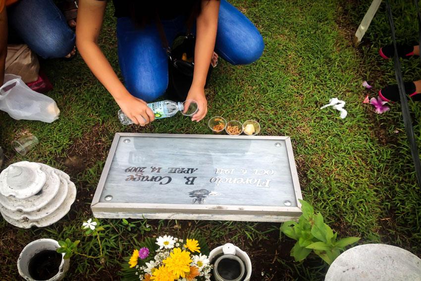 food-for-the-dead_davao-memorial-park-undas-2016