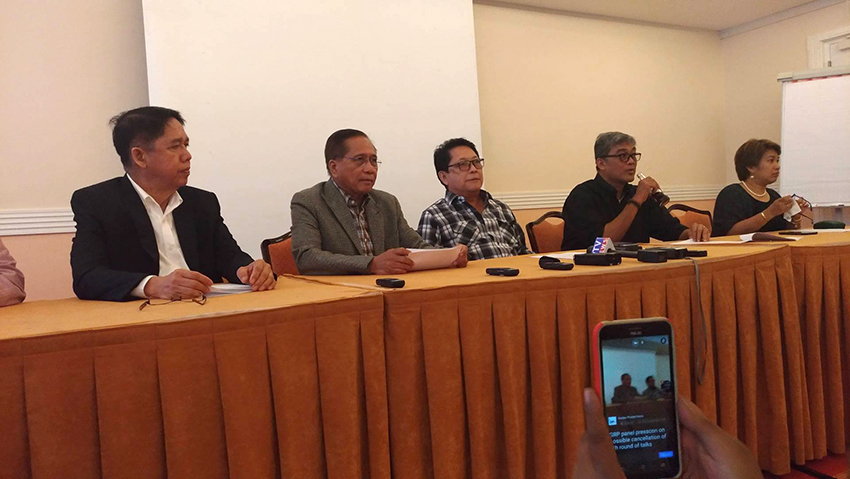 Gov't wants Reds to stop offensive attacks, proposes to suspend 5th round of peace talks