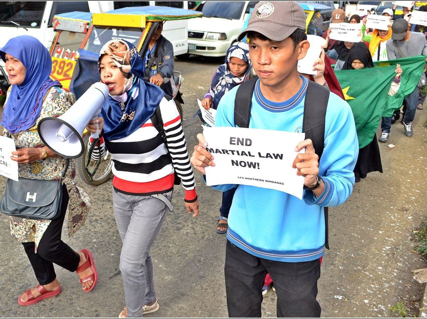 Marawi evacuees protest vs military camp, 'continuing' rights violations