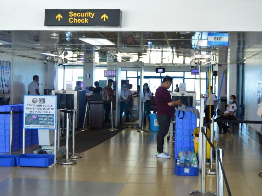Decrease in passengers seen as Metro Manila gets ready for lockdown
